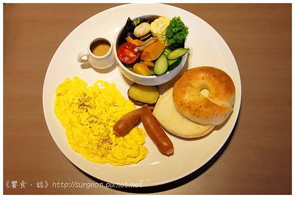 《台南》塗鴉空間 書店 早午餐 咖啡 甜點 (29)