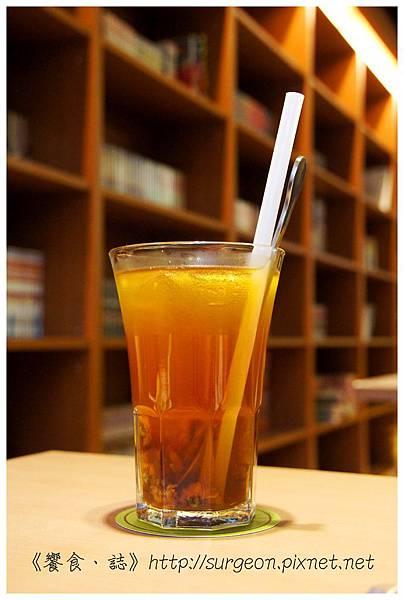 《台南》塗鴉空間 書店 早午餐 咖啡 甜點 (34)