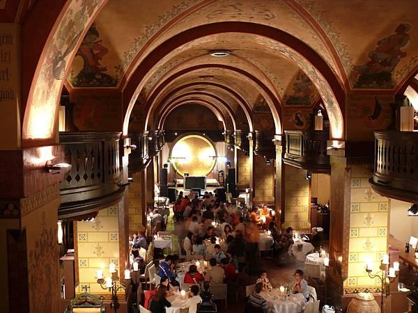 瑞士--伯恩 地窖餐廳 .JPG