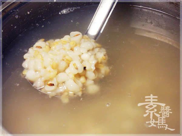 美白甜點 - 薏仁牛奶07.JPG