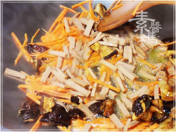 美味家常菜-炒埔里水粉07