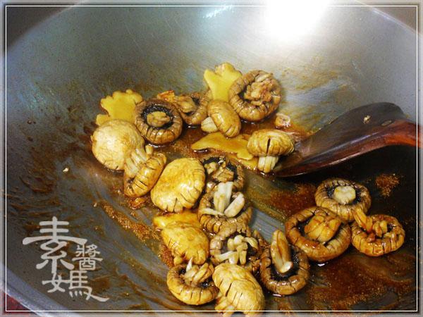素食快炒料理-素炒螺肉(炒磨菇)08