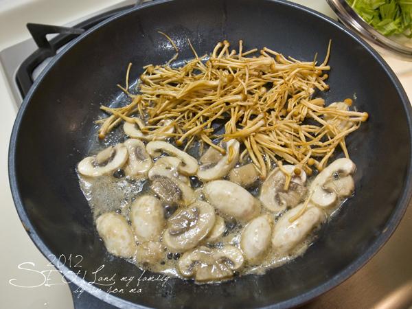 2012_8_23首爾素食-出發-龍山EMART55