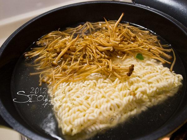 2012_8_24韓國首爾素食-清溪川-廣藏市場-樂天超市33