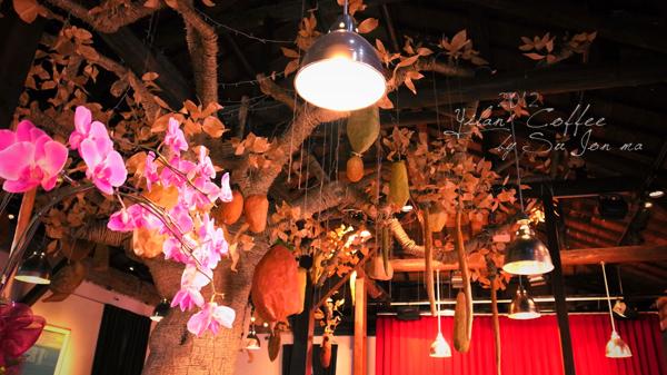 宜蘭火車站附近咖啡館-百果樹紅磚屋&舊書櫃04
