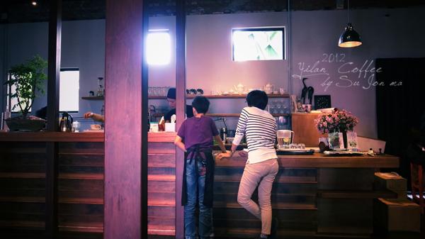 宜蘭火車站附近咖啡館-百果樹紅磚屋&舊書櫃09