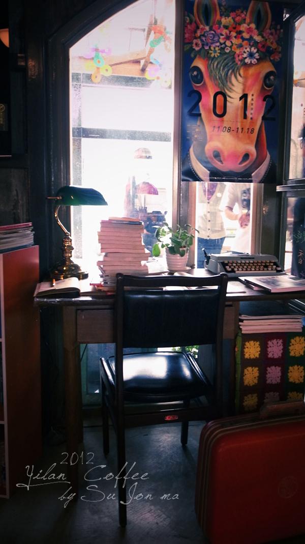 宜蘭火車站附近咖啡館-百果樹紅磚屋&舊書櫃26