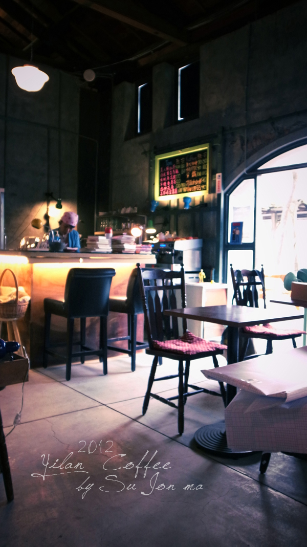 宜蘭火車站附近咖啡館-百果樹紅磚屋&舊書櫃29