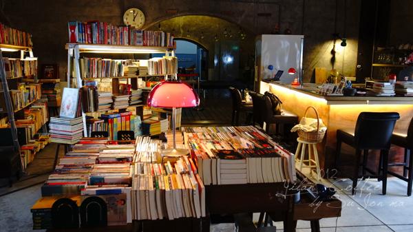 宜蘭火車站附近咖啡館-百果樹紅磚屋&舊書櫃30