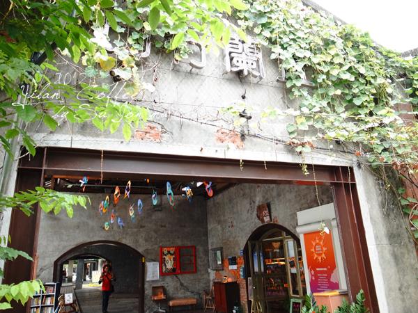 宜蘭火車站附近咖啡館-百果樹紅磚屋&舊書櫃35