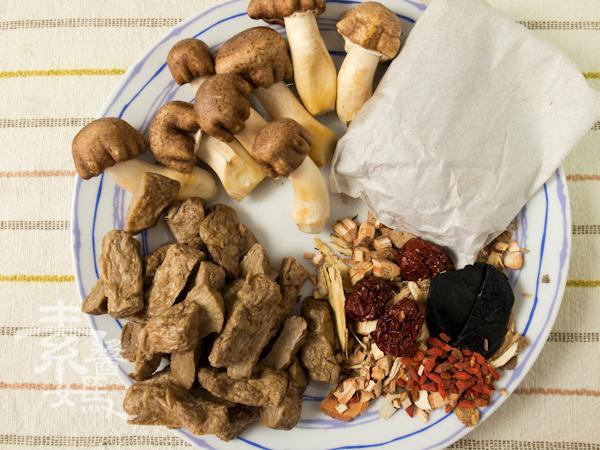 冬季補湯-素食藥燉排骨-1
