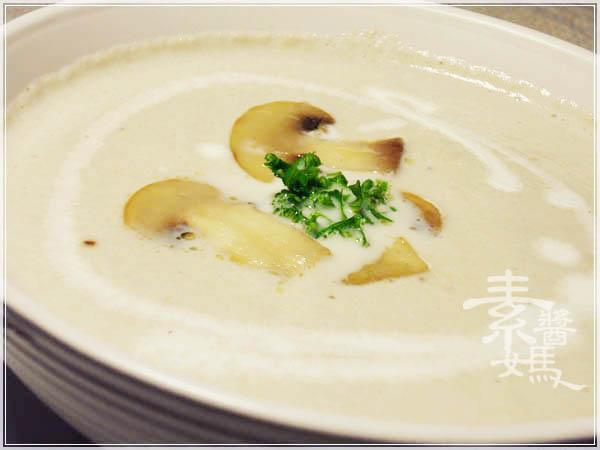 西式料理-蘑菇濃湯12.jpg