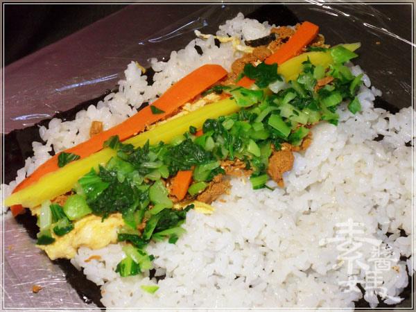 簡單日式料理-酪梨壽司(酪梨花捲)08.JPG