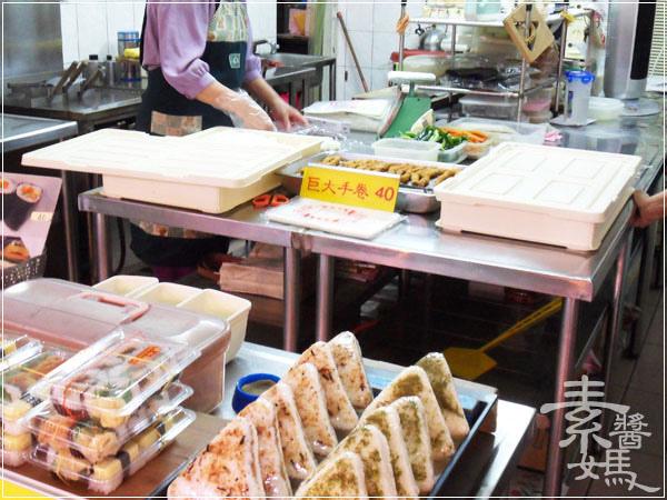 一中街澤本壽司&阿月紅茶冰10.jpg