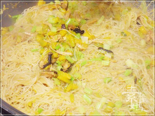 素食料理-南瓜炒米粉09.jpg