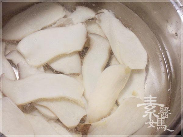 過年圍爐食譜-吉祥白玉鮑菇盤(杏鮑菇拼盤)06.jpg