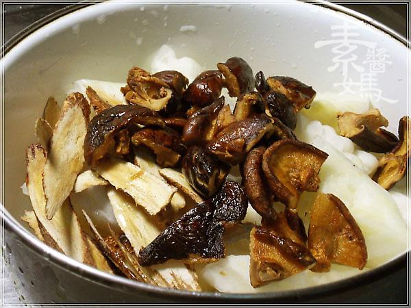 超簡單電鍋料理-滷苦瓜06.jpg