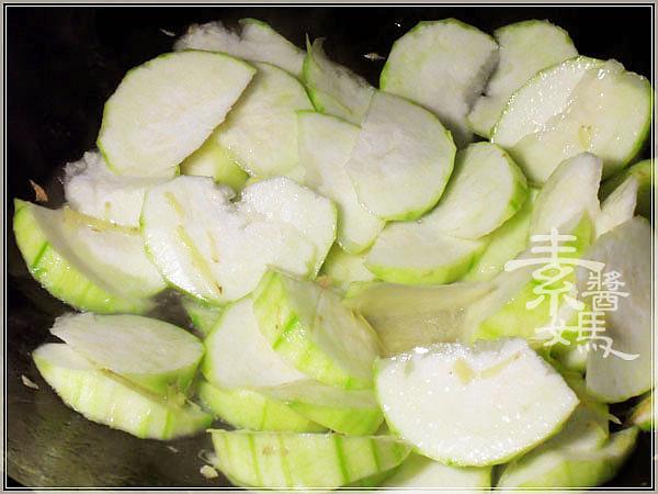 美味簡單家常菜-樹子炒絲瓜06.jpg