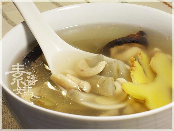 素食料理-腰果牛蒡湯09.jpg