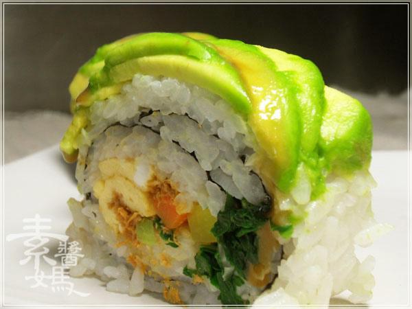 簡單日式料理-酪梨壽司(酪梨花捲)14.JPG