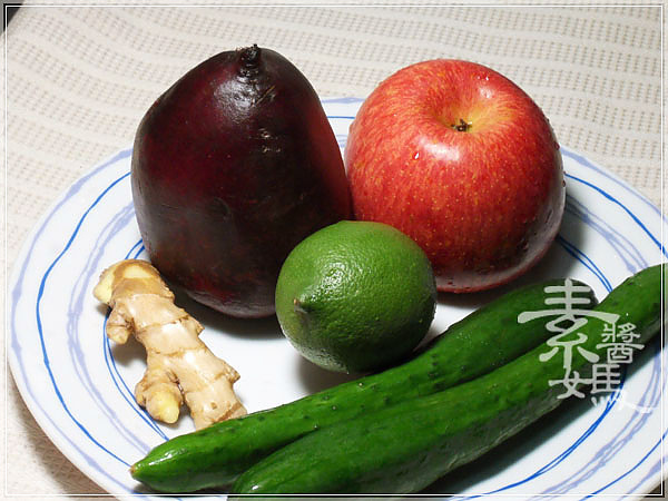 輕食料理-小黃瓜麵與甜菜根沙拉05.jpg