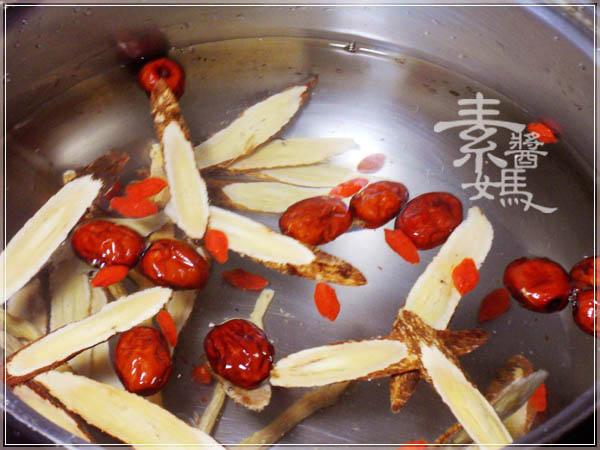 過年年菜-海底燕窩 特製珊瑚草甜湯05.JPG