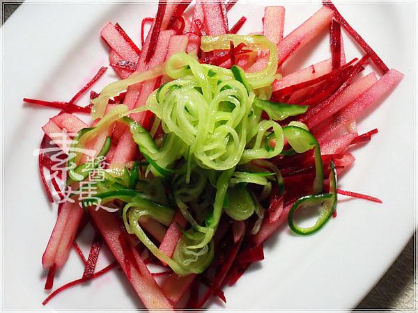 輕食料理-小黃瓜麵與甜菜根沙拉12.jpg