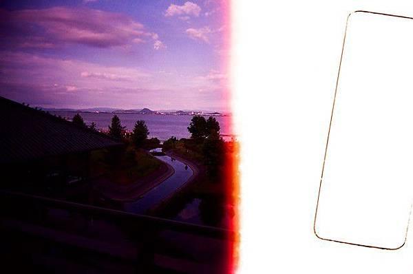 雖然它一半曝掉了~卻是全部照片唯一這麼紫的~有莫名的FU