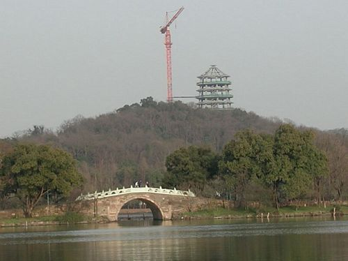 020210_5花港觀魚_07看重建中的雷峰塔