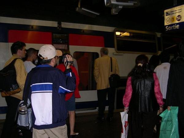 021_原本要搭Metro變成搭RER-還好方向沒錯