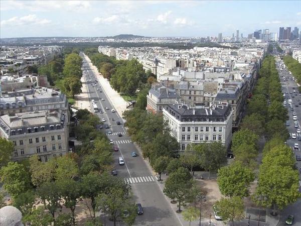 038-11_中間一片綠色是巴黎郊區的公園