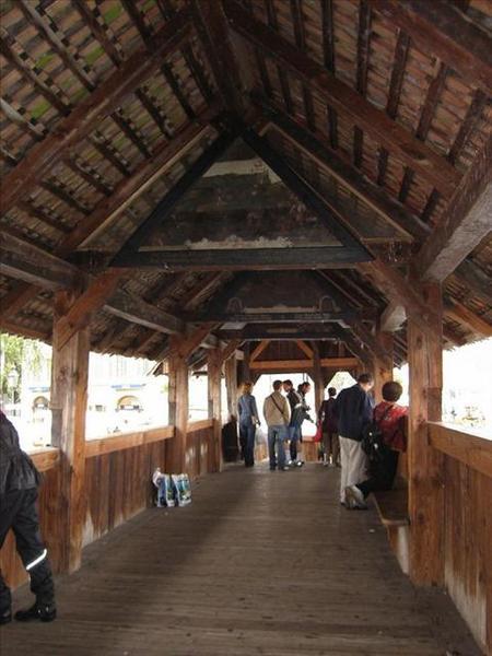 25_我們站的部份是真正五百年歷史的橋