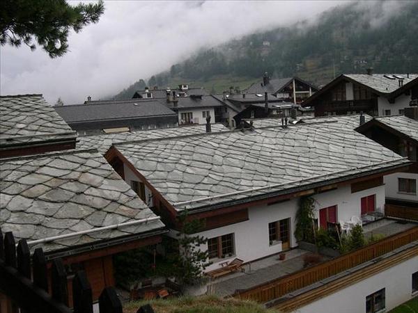 041_從山上的小教堂看石板屋