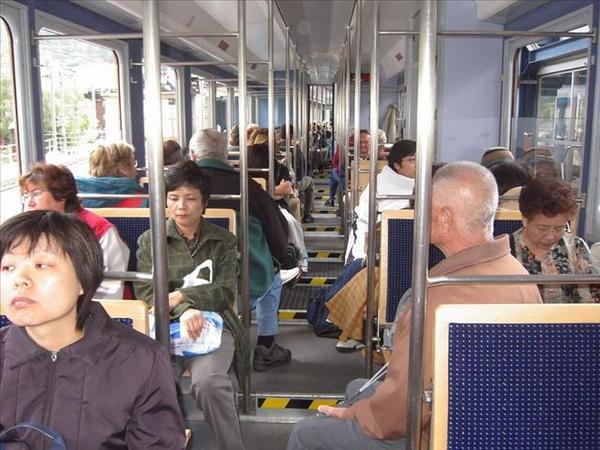 056_往高奈葛拉特的登山電車
