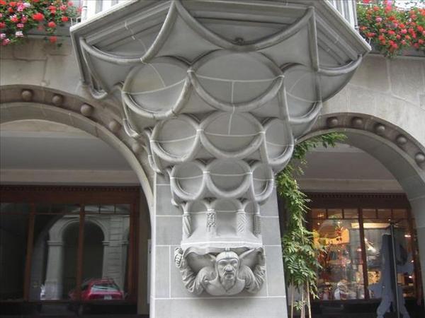 162_八角樓下的裝飾