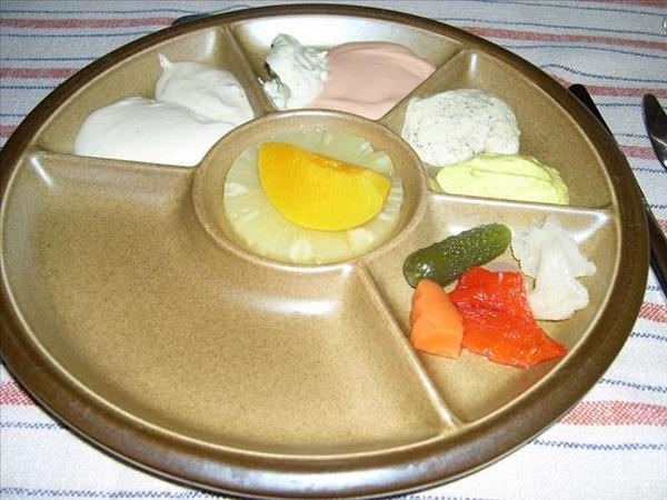 238_炸好的雞牛豬肉可以沾各種沙拉醬和起司醬
