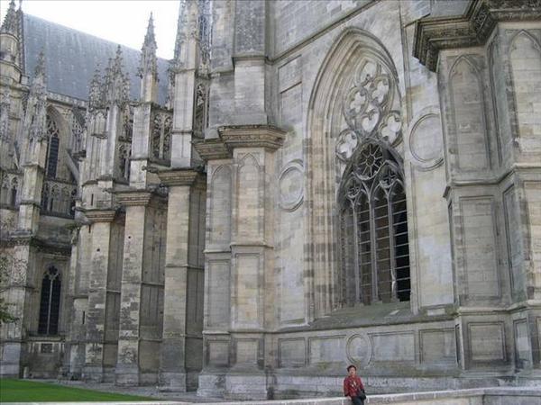063_勞駕媽當個比例尺就知道聖十字大教堂有多大了