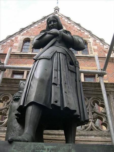 069_舊市政廳前的聖女貞德塑像