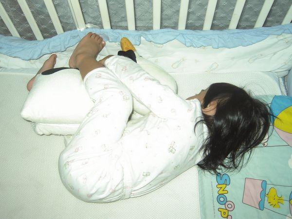 20070621-1抱著新的哞睡著了
