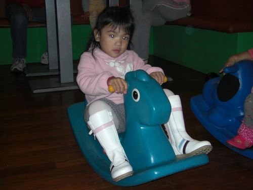 20080113-01媽媽買的新馬靴喔.JPG
