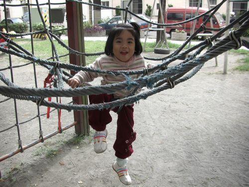 20081129-32爸爸把我放上去的.JPG