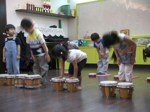 20090511-10結果有人藉機偷摸拉丁鼓.JPG