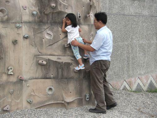20090517-04嘿嘿,我可以爬這麼高喔!.JPG