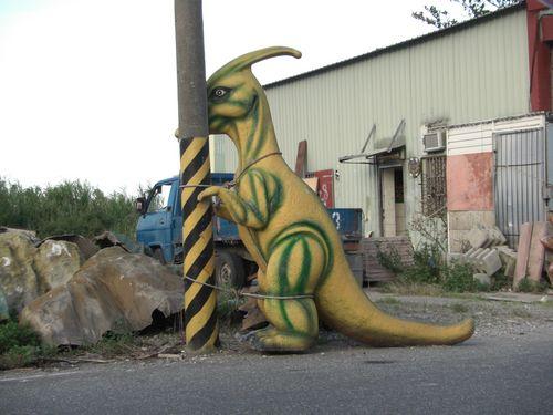 20090816-2跳鋼管舞的恐龍.JPG