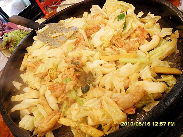 有年糕.雞肉.地瓜薯條.高麗菜