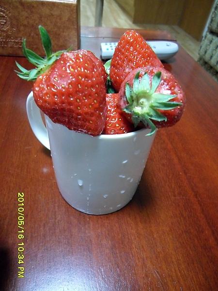 胖阿姨的草莓..好大顆