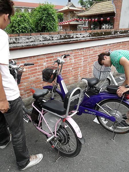 我們租的電動腳踏車!!