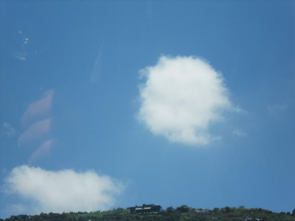 天上的雲朵好想棉花糖~好想咬一口!