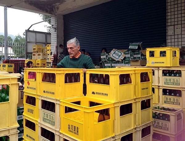玻璃器物一公斤回收價錢只有兩角到五角_n.jpg
