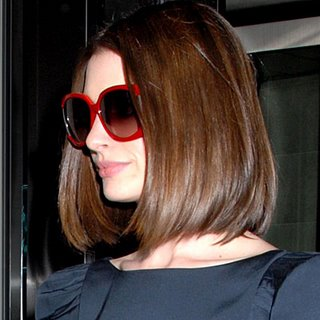 anne-hathaway_red_sunglasses.jpg